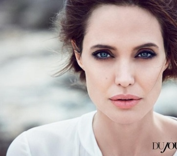 Angelina Jolie la masa regizorilor