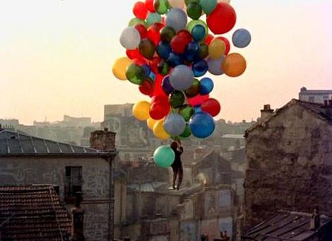 un balon rosu