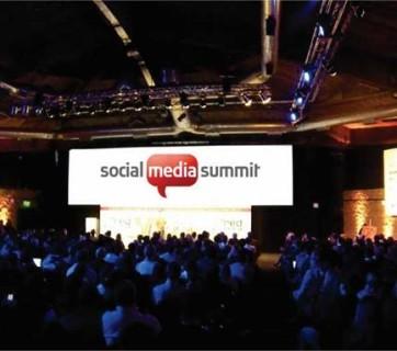 Particip la Social Media Summit