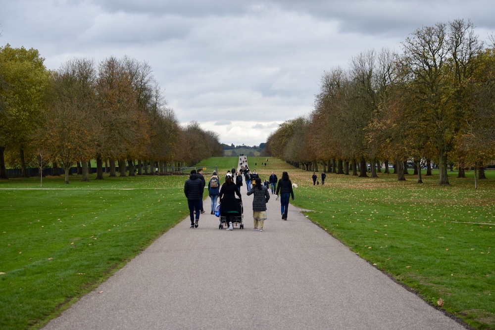 London - Windsor Castle - People on the Long Walk
