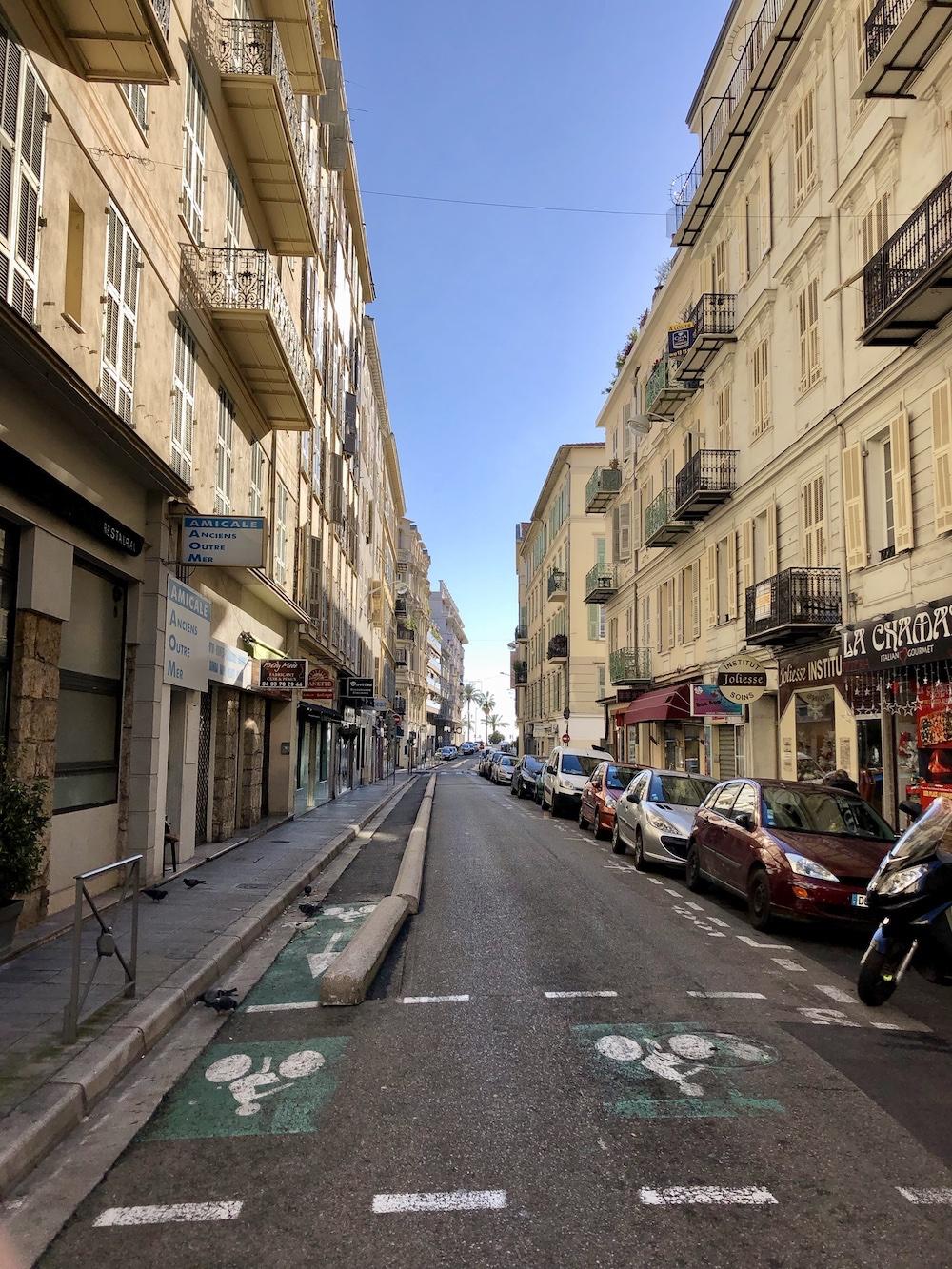 Catre centru in Nisa