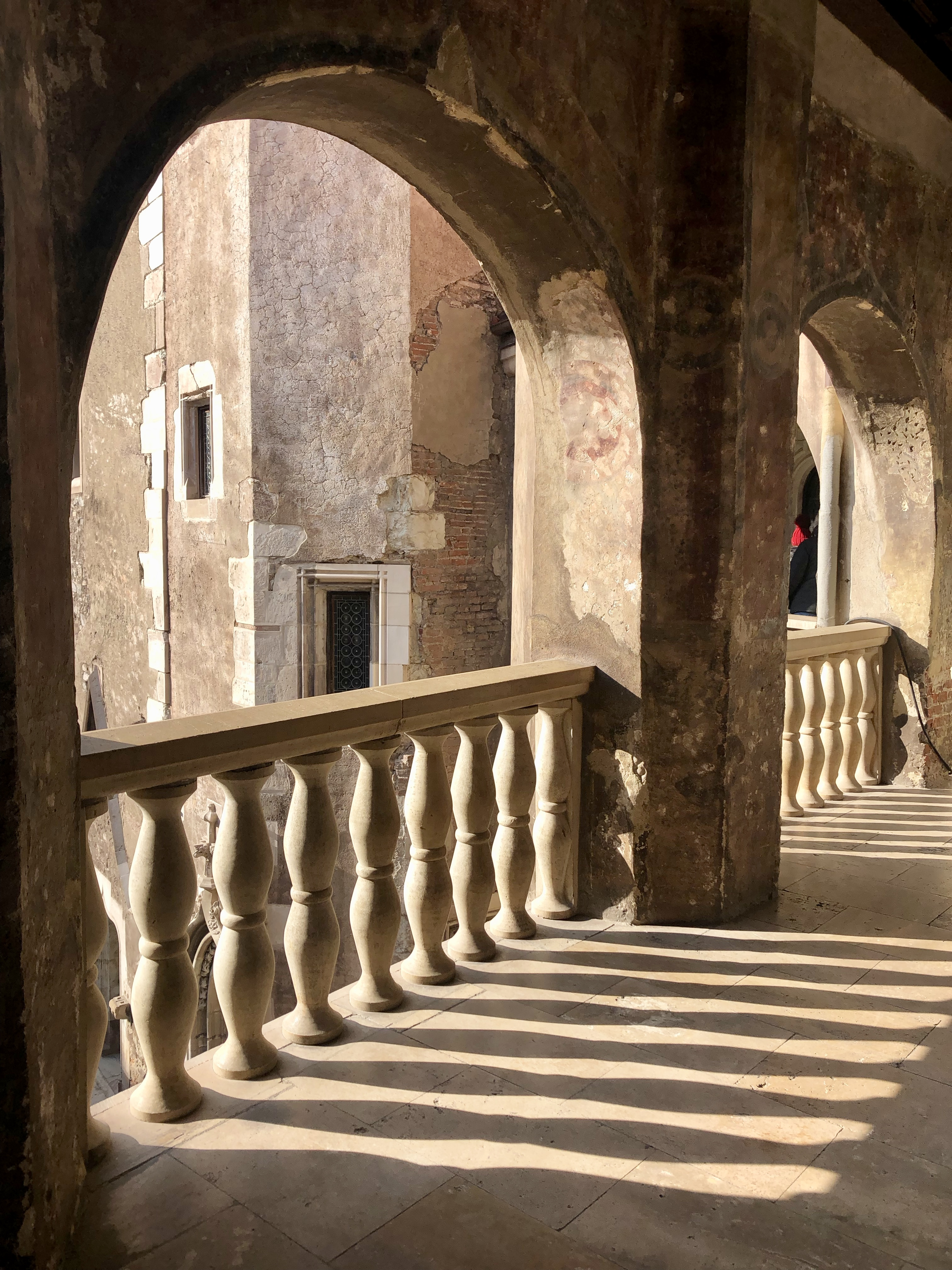 Inauntrul Castelului - Terasa cu vedere in curtea interioara