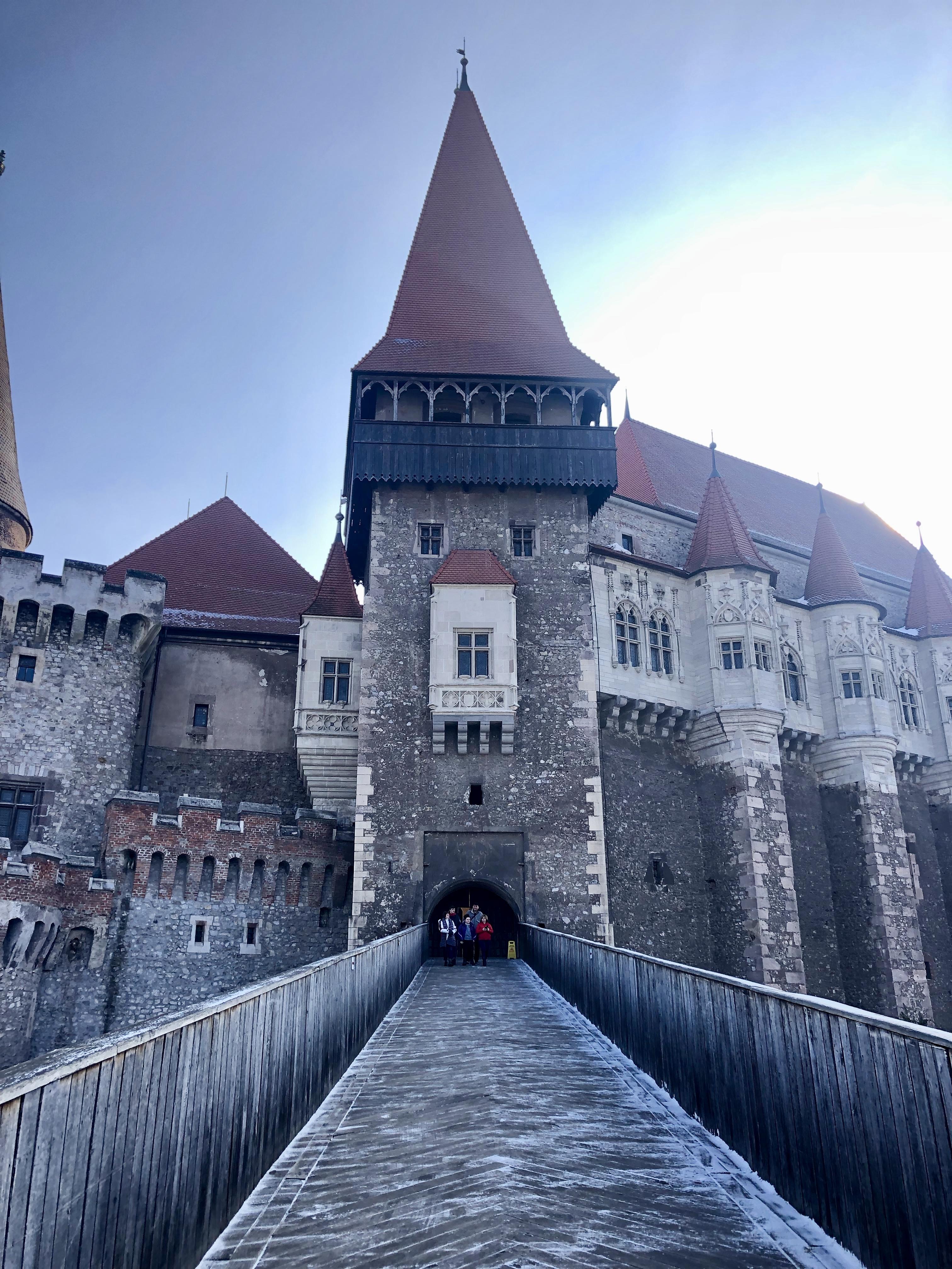 Castelul Corvinilor Intrare